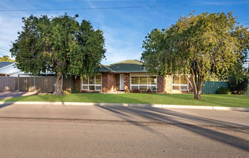 Fantastic Family Home Overlooking Reserve