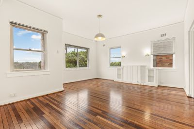 Renovated 3 Bedroom Lower Duplex In Idyllic Location. Reverse Cycle Air Conditioning and Lock Up Garage!