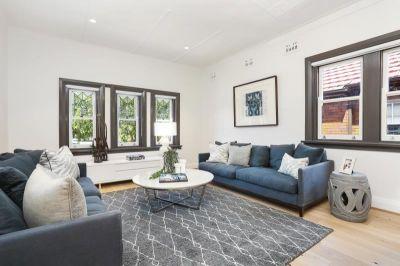 Chic renovated apartment, boutique Art Deco block