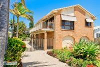 50 metres to Beach & Lake with Ocean Views