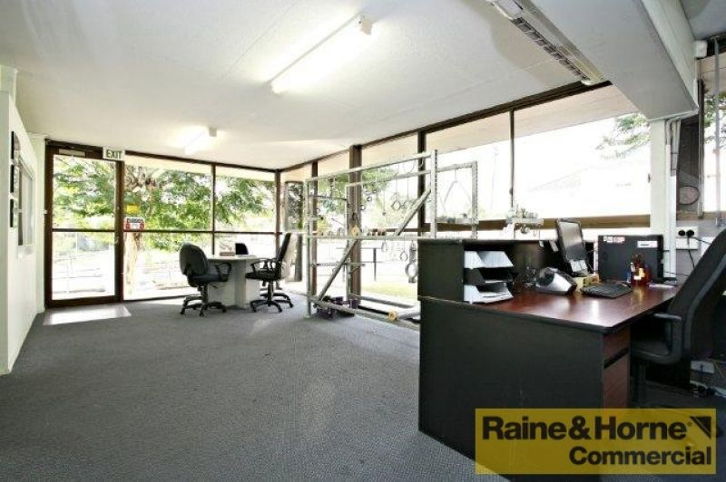 Showroom + Warehouse in Coorparoo