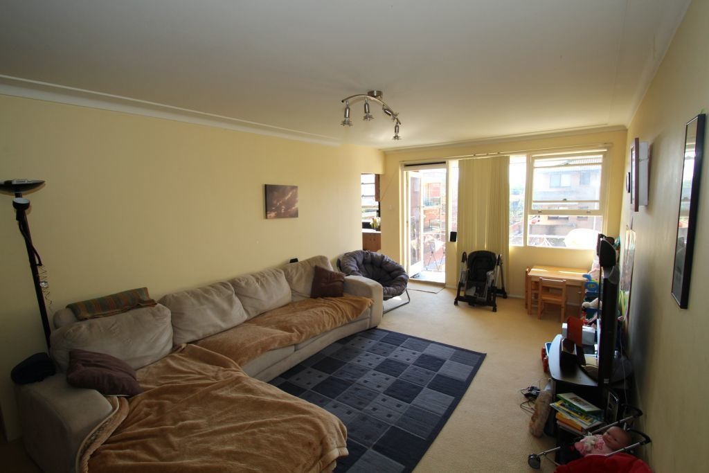 BRIGHT & SPACIOUS TWO BEDROOM APARTMENT
