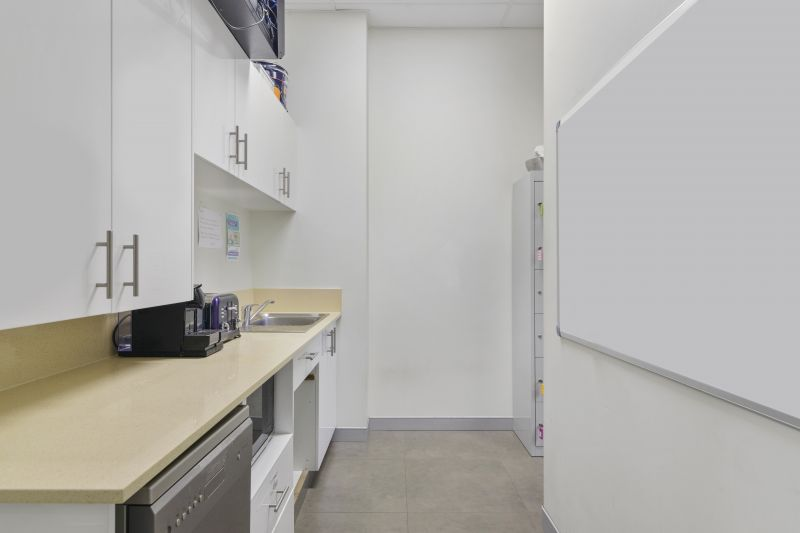 LOCATION, PRESENTATION AND POTENTIAL - 197SQM* HIGH-QUALITY SUITE WITH RAMP & BASEMENT PARKING IN THE HEART OF ROBINA