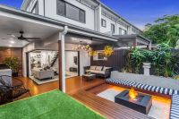 SPACIOUS TOWNHOUSE BOASTING UNRIVALLED LUXURY