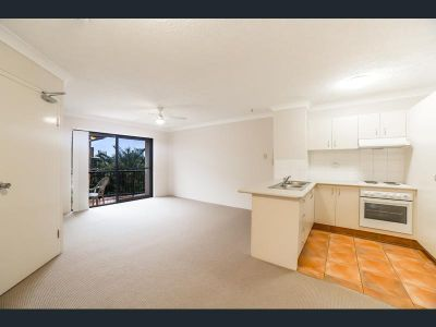 Spacious Air-Conditioned 1 Bedroom Apartment on top floor