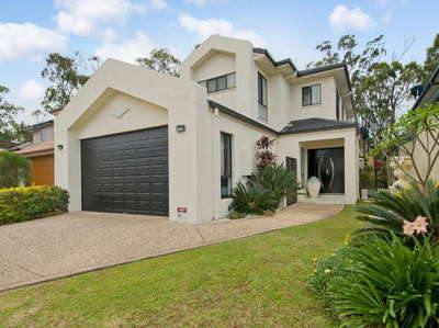 Stunning golf frontage family home