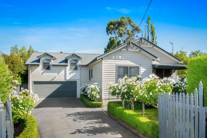 A Classic Country Weatherboard Home