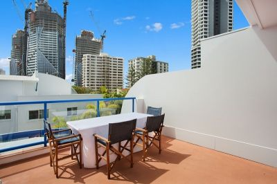 Split Level furnished Beachside Apartment!