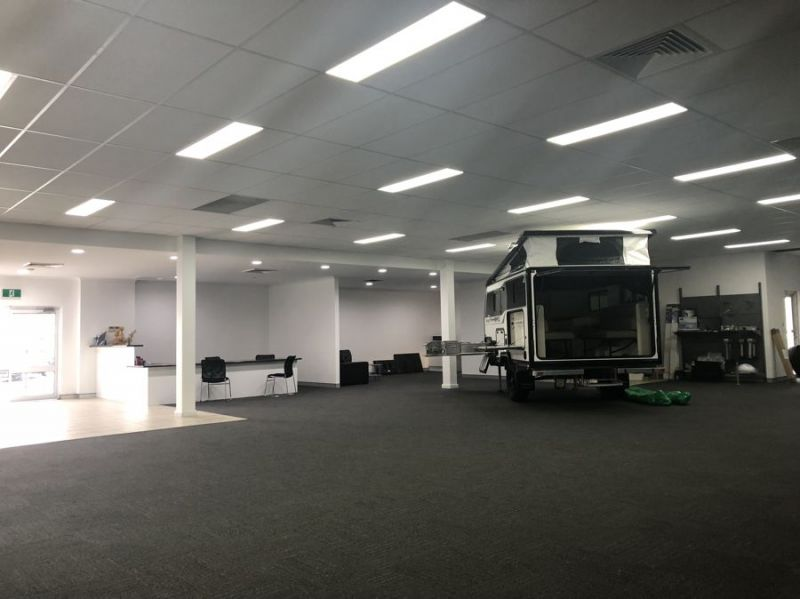 High clearance, high exposure, fully refurbished warehouse with showroom/office...