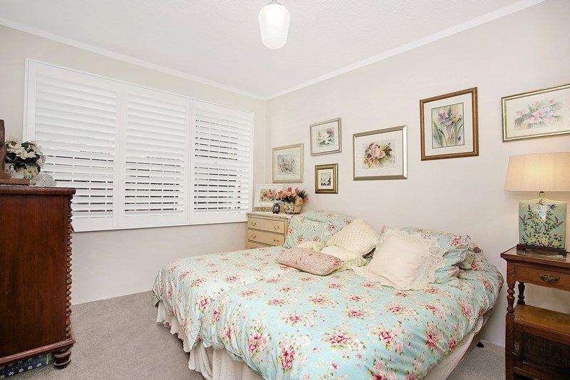 Fresh, bright apartment in leafy locale