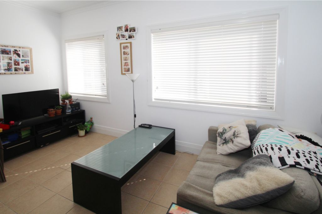 BRIGHT & SPACIOUS ONE BEDROOM APARTMENT JUST A STROLL TO BONDI BEACH.
