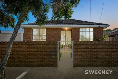 Prized Altona Green Location, Walk to School!!