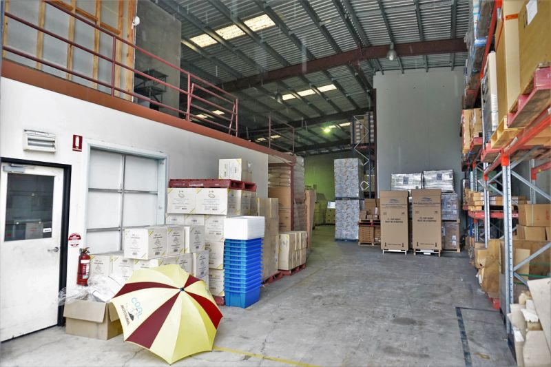FUNCTIONAL FREESTANDING OFFICE/ WAREHOUSE