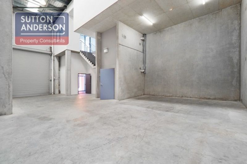 Sensational high clearance warehouse with good truck access and parking!