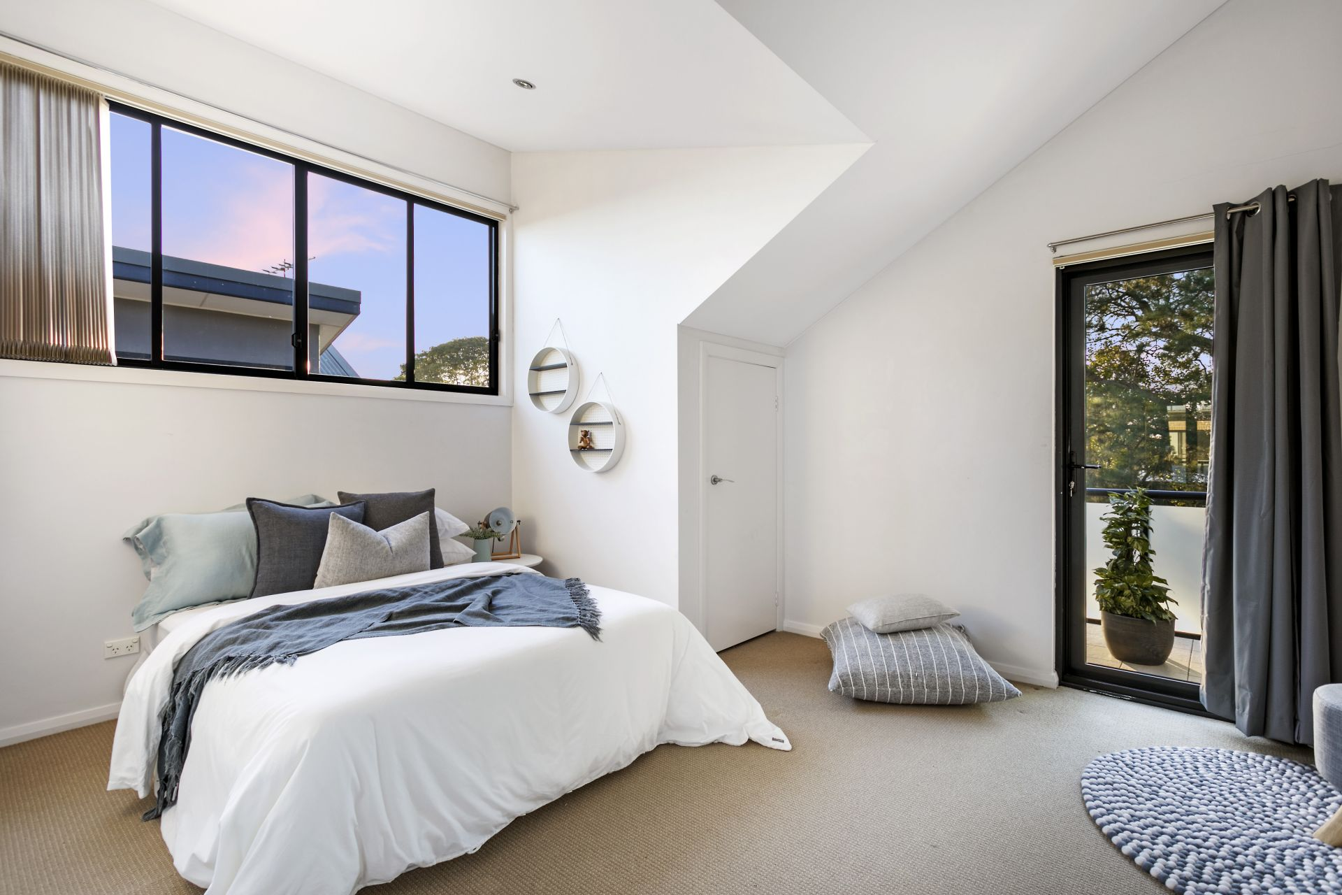 1/15a Blackwall Point Road, Chiswick