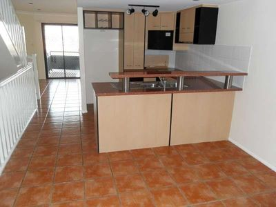 SPACIOUS 3 LEVEL TOWNHOUSE IN NEWSTEAD