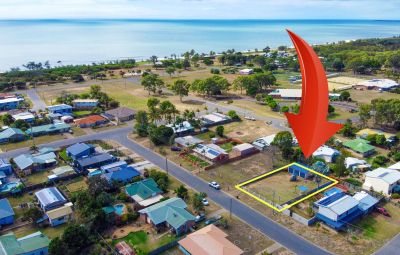 Large 712m2 Beach-side block + 3 Bay Shed