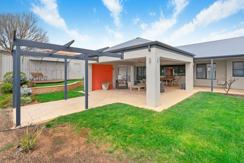 For Sale By Owner: 4 Stasinowsky Court, Loxton, SA 5333