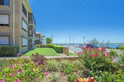 Stunning Labrador Apartment on the Broadwater