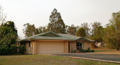 Beautiful home, country lifestyle, 5 minutes to town