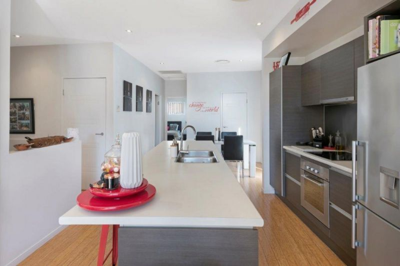 Spacious 2 level town house in quiet complex