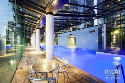 Melbourne Tower: Fantastic Updated 2 Bedroom Apartment with Floorboards!