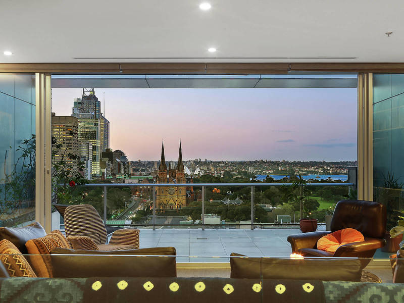 PENTHOUSE LIVING WITH AMAZING CITY & HARBOUR VIEWS