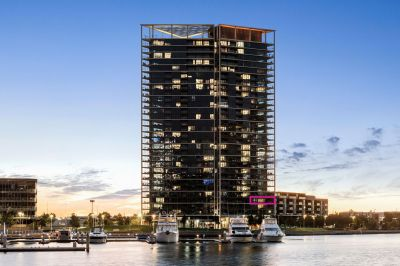 Beautifully presented luxury apartment with stunning water views