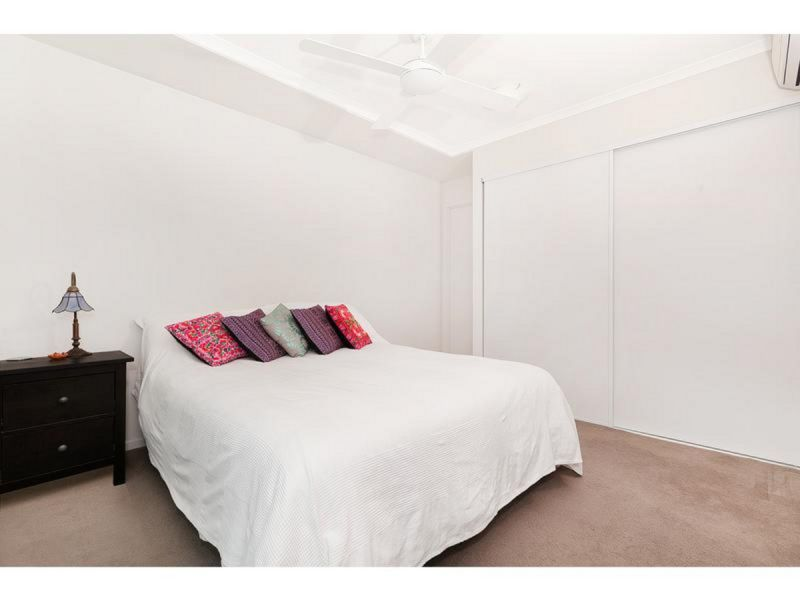 AIR CONDITIONING TO BOTH BEDROOMS AND LIFT IN COMPLEX