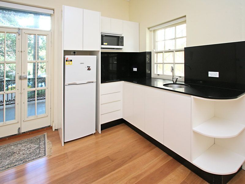 Renovated One Bedroom Ground Floor Security Apartment