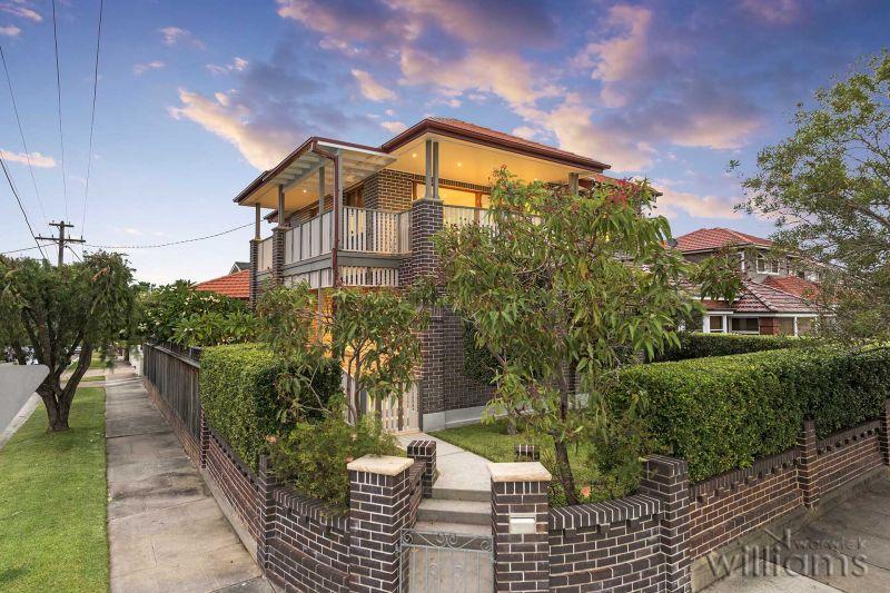Luxurious Family Haven with Versatile Studio
