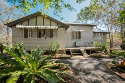 HORSE LOVER'S TAKE NOTE! LOWSET QUEENSLANDER on 4.5 ACES FULLY FENCED + ARENA + STABLES & SHEDS!