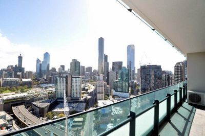 Mainpoint: Stunning, Sky High Three Bedroom Apartment in Stylish Southbank!