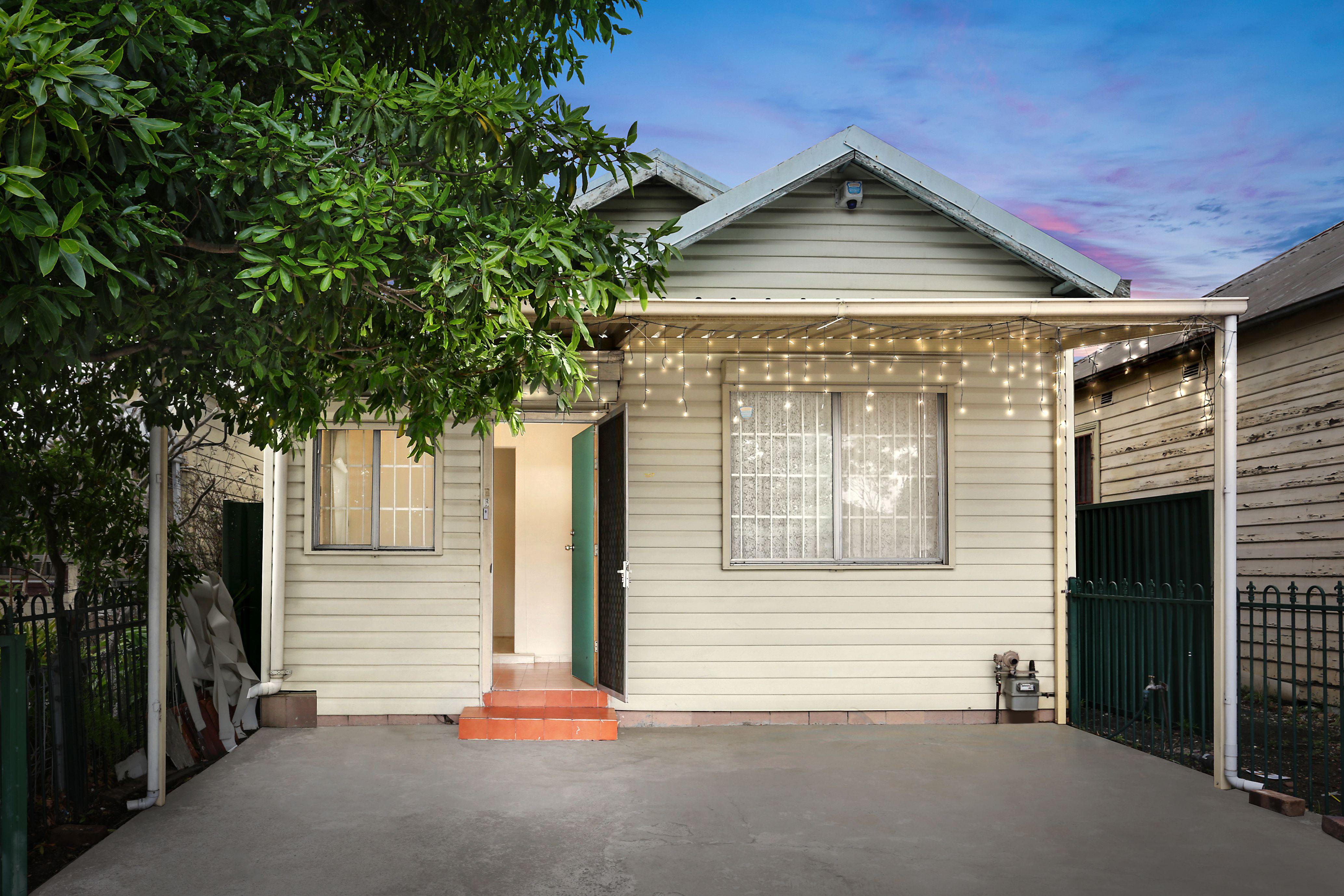 107 Woodville Road, Granville NSW 2142