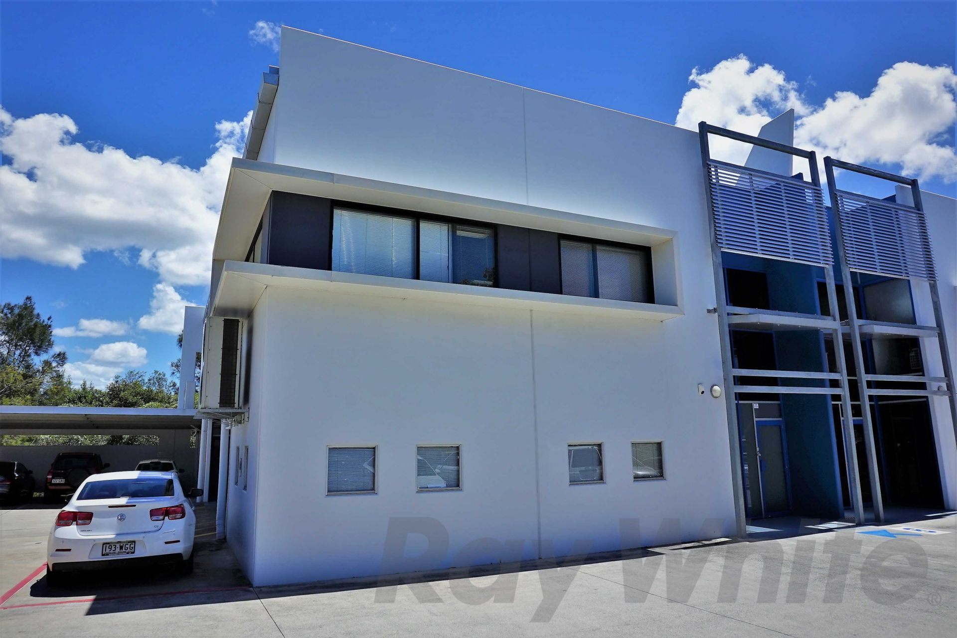 210sqm* QUALITY HENDRA OFFICE WITH FIT-OUT