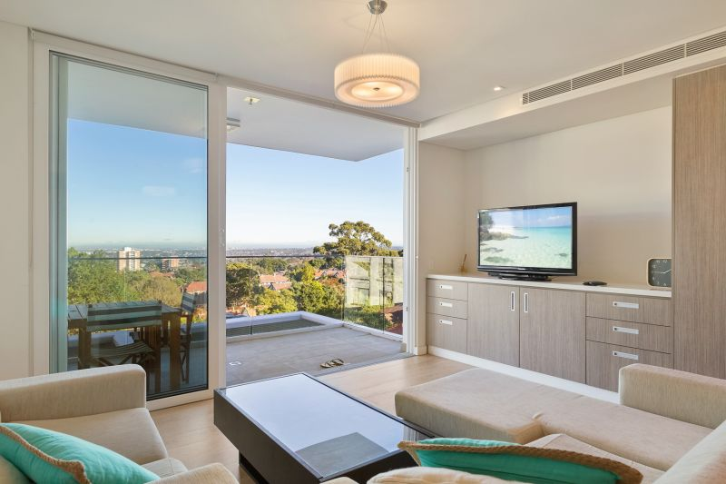 Three Bedroom with Sydney Harbour Views in 'The London'