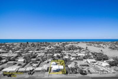 Live by the Beach! - 5 Bedrooms on 1,012m2!
