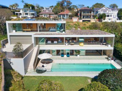 Architect designed residence nestled above Chinamans Beach