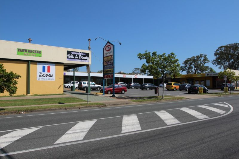 Retail/Office Space In Convenient IGA Complex