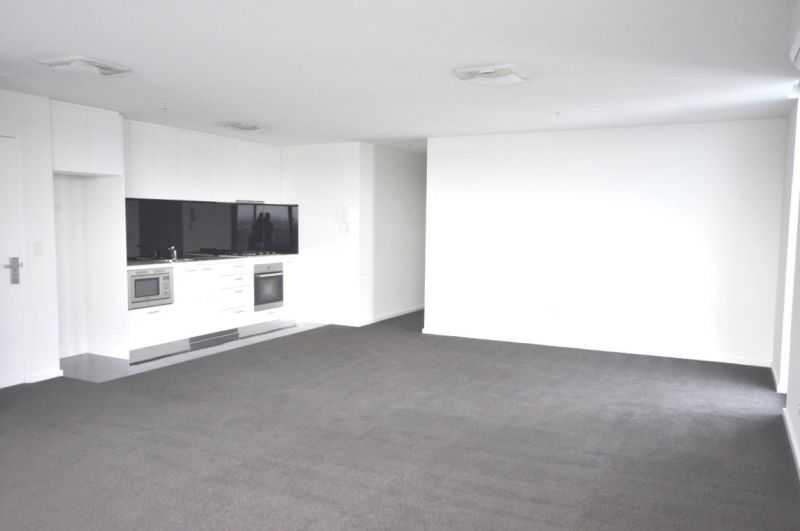 Mainpoint: 38th Floor - Separate Study and Large Terrace with Great Views!