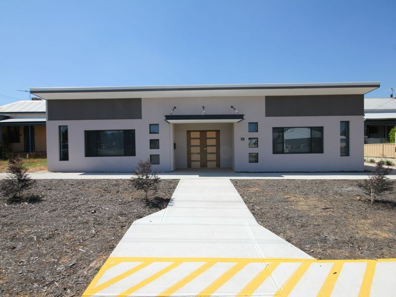 NEW COMMERCIAL FREEHOLD!