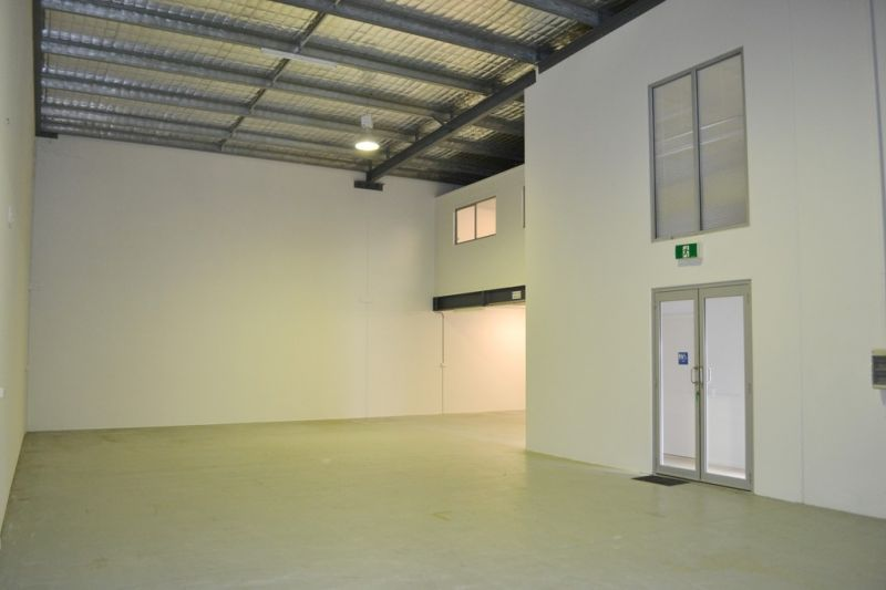 324m2* Outstanding Warehouse & Office Space!