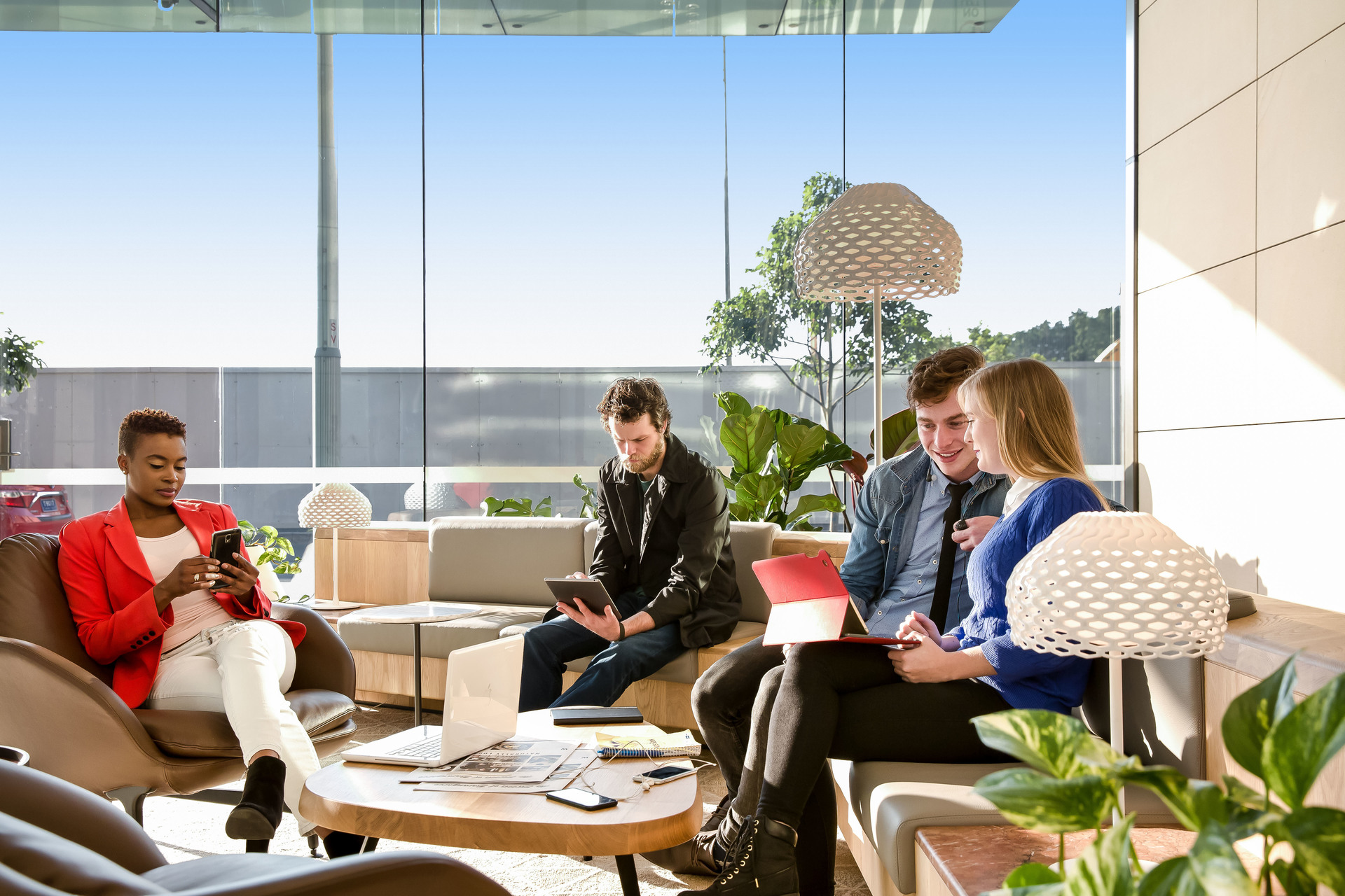 DYNAMIC OFFICES FOR 3 PEOPLE LOCATED IN SYDNEY HARBOUR