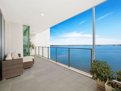 Superb corner apartment – amazing views to Surfers