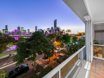 Newly Renovated Apartment with Amazing Views - On Top of HSW!