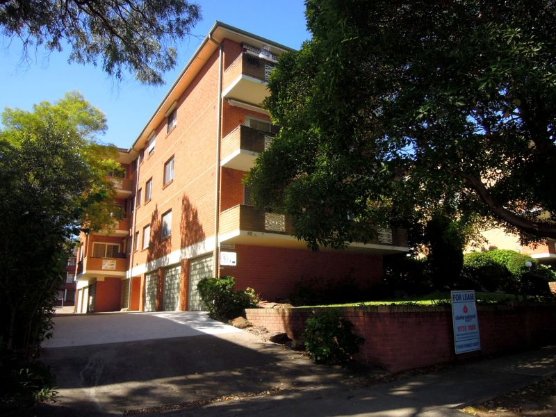 SPACIOUS 2 BEDROOM UNIT WITH LOCK UP GARAGE