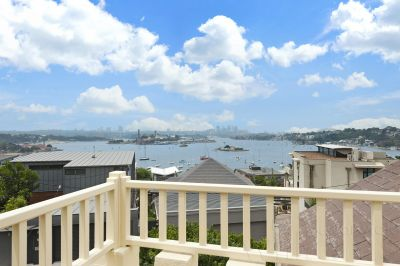 Harbourside Elegance with Spectacular Views
