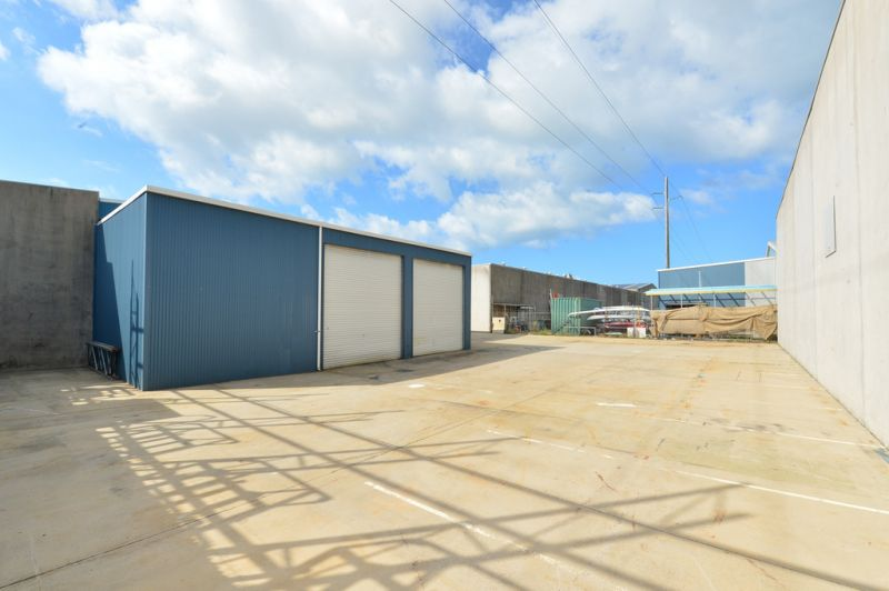 Office Warehouse With 5 Roller Doors & 3 Phase Power