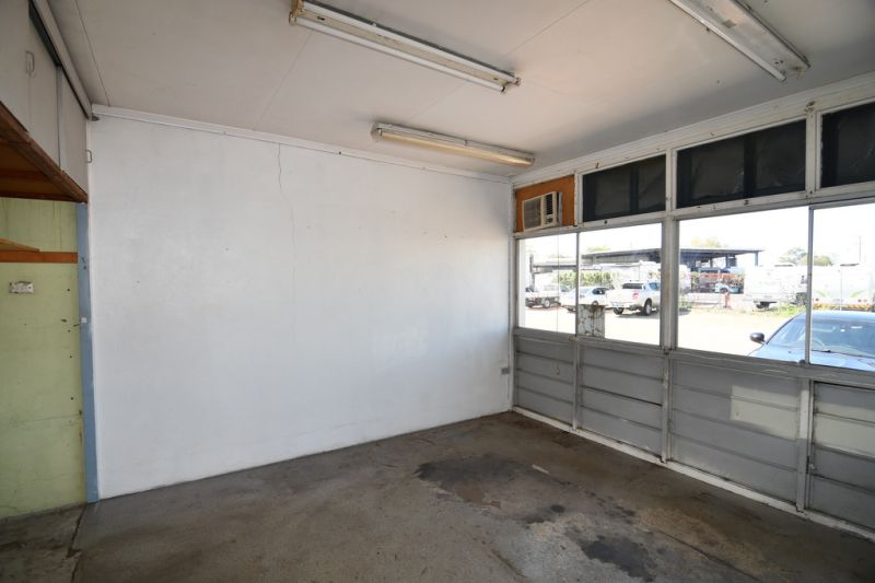 Industrial workshop with large secure yard