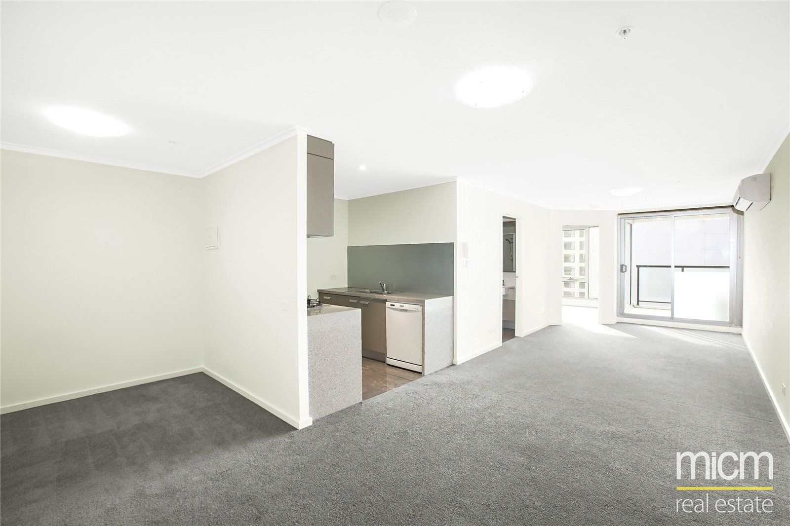 Cityside: 11th Floor - Open Living Near Flagstaff Gardens!